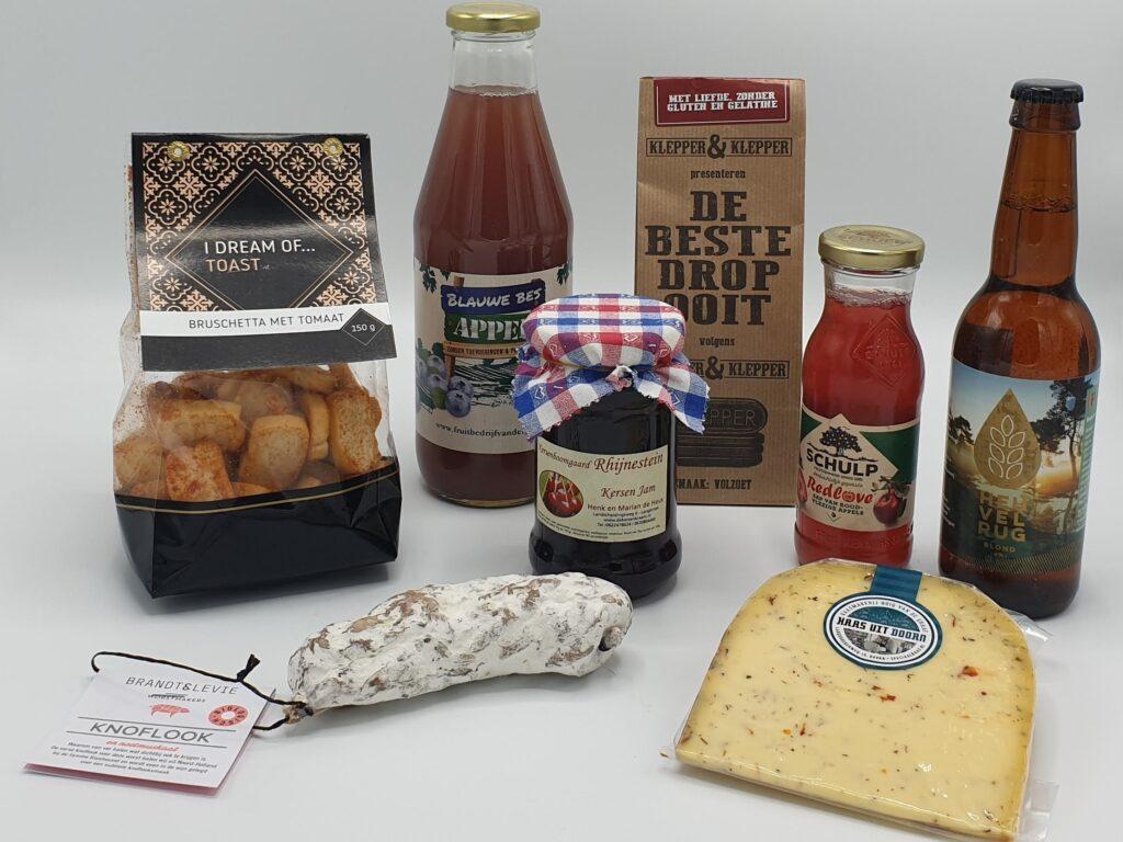 Streekproducten-pakket-hartig-en-zoet, Brandt en Levie worst, streekkaas, streekbier, bruschette zoutjes, dubbelsap